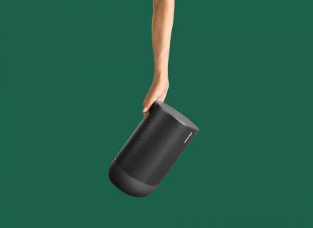 Sonos Move: Το πιο ανθεκτικό φορητό smart speaker με μπαταρία για ακρόαση υψηλής πιστότητας μέσα και έξω από το σπίτι.